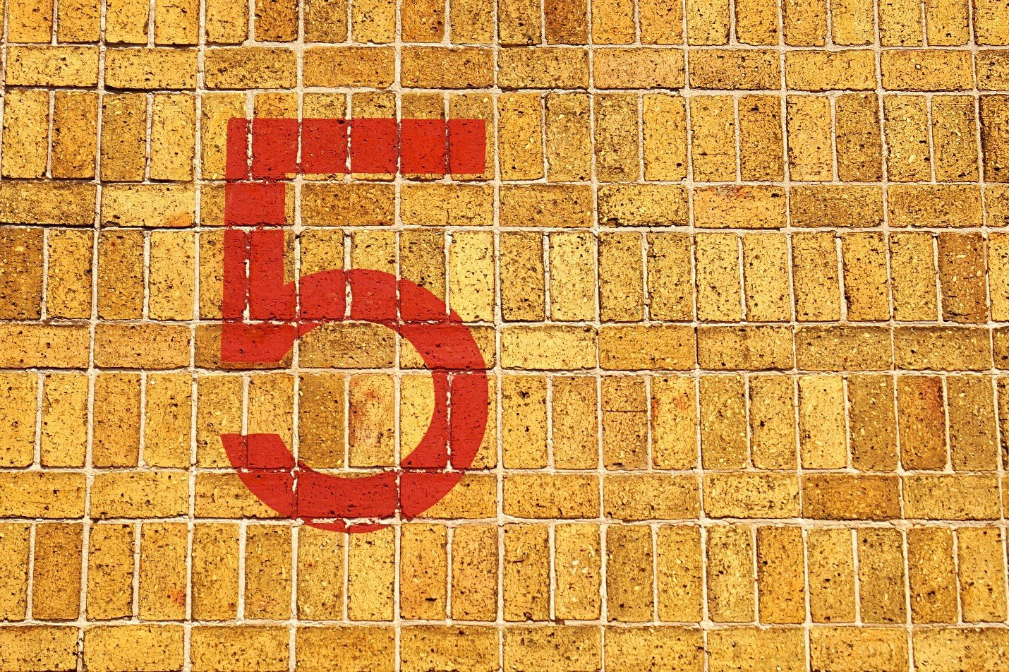 Picture of a red 5 on a brick wall for 5 reasons Toad for Oracle beats Oracle SQL Developer